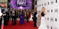 40th+Annual+People+Choice+Awards+Arrivals+OVFl_AF-ZA_l-200.jpg